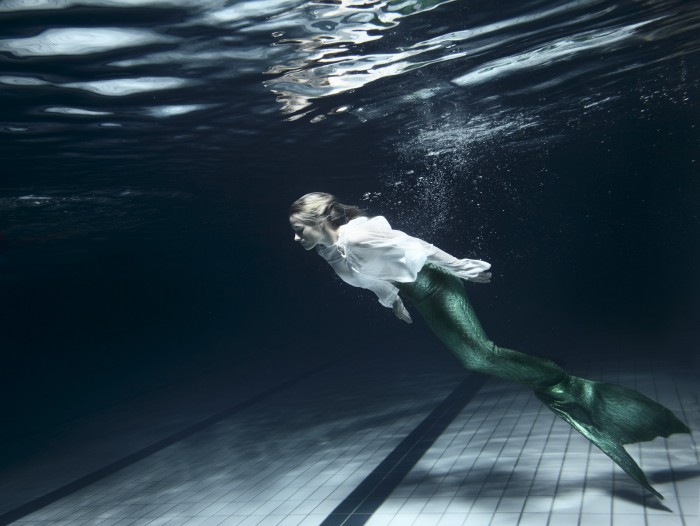 Noe Flum Urban Research Reader 02 Edith Hunkeler unter Wasser Fischschwanz