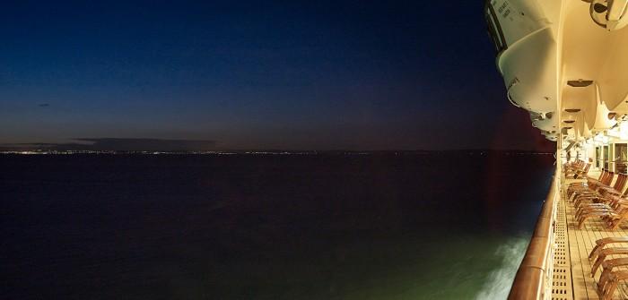 Markus Bertschi Queen Mary 2 Küste Nacht