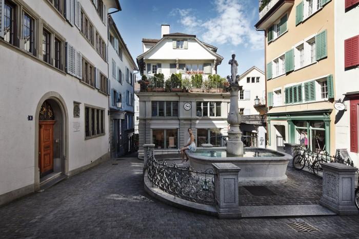 Noe Flum Zürich Tourismus Napfplatz Niederdorf Brunnen