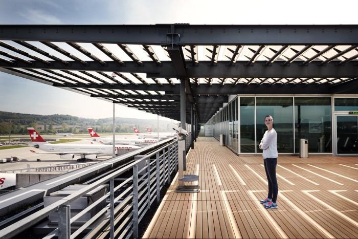 Noe Flum Zürich Tourismus Zürich Flughafen Zuschauer Terrasse