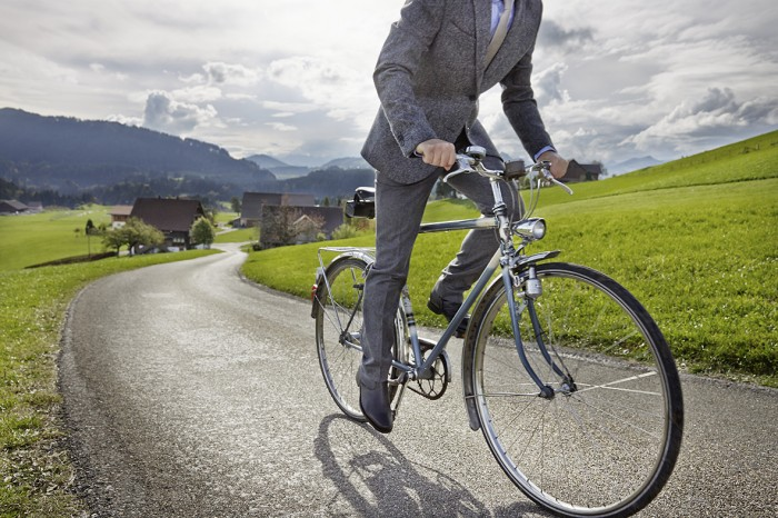 Noe Flum SIX Geschäftsbericht 2014 Internationalität Fahrrad Velo Landschaft