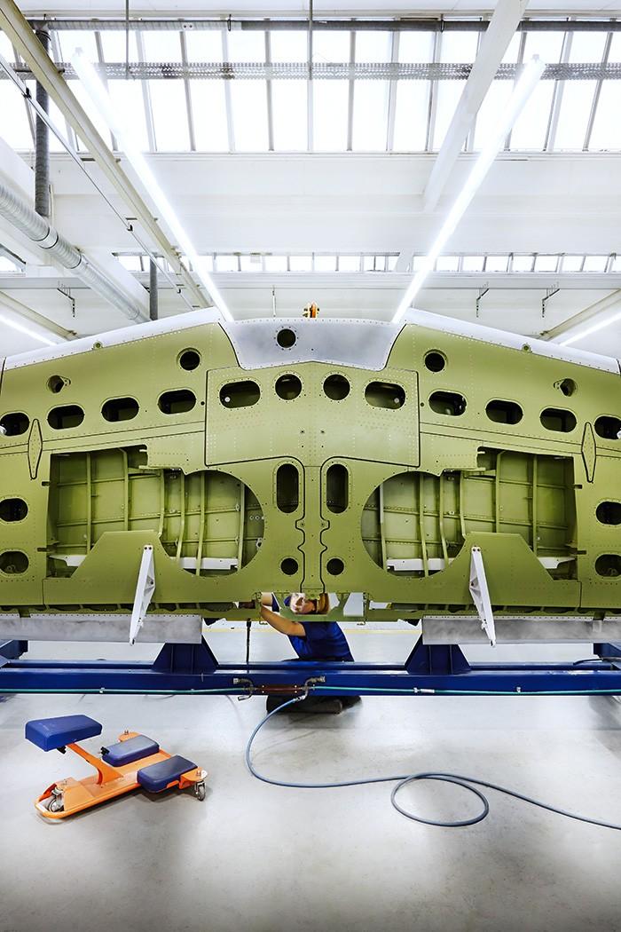 Noë Flum RUAG Pilatus PC-21 Flügelstruktur Endkontrolle Emmen