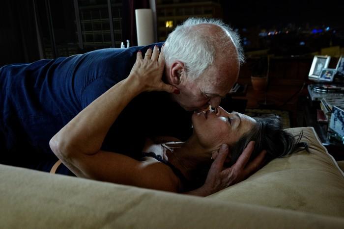 Markus Roessle UNIQA Versicherung Paar Kuss
