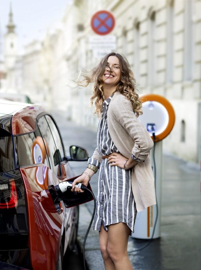 Markus Roessle Wienenergie E-Car Strasse Frau