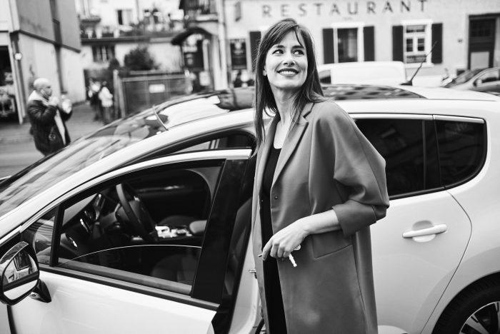 Fabian Unternaehrer Aduno Frau Autofahrerin Auto