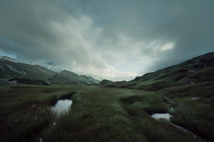 Christian Gerber Victoria Loesch Landschaft Graubuenden Wiese Wolken