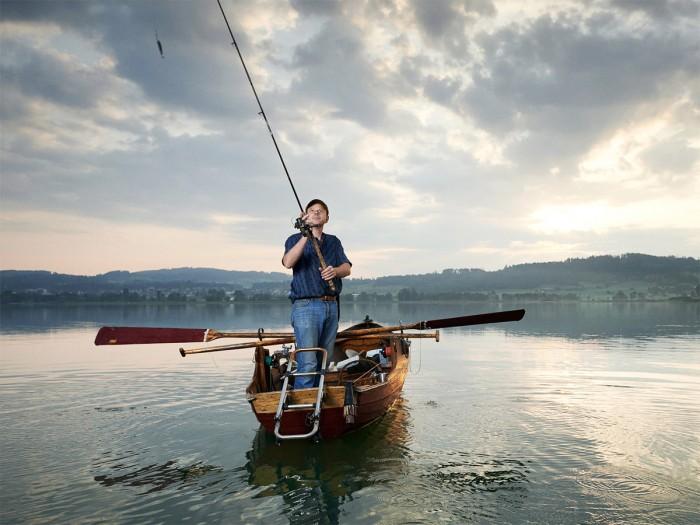 Christian Gerber Victoria Loesch Fischer Steh Ruderboot Pfaeffikersee Angel