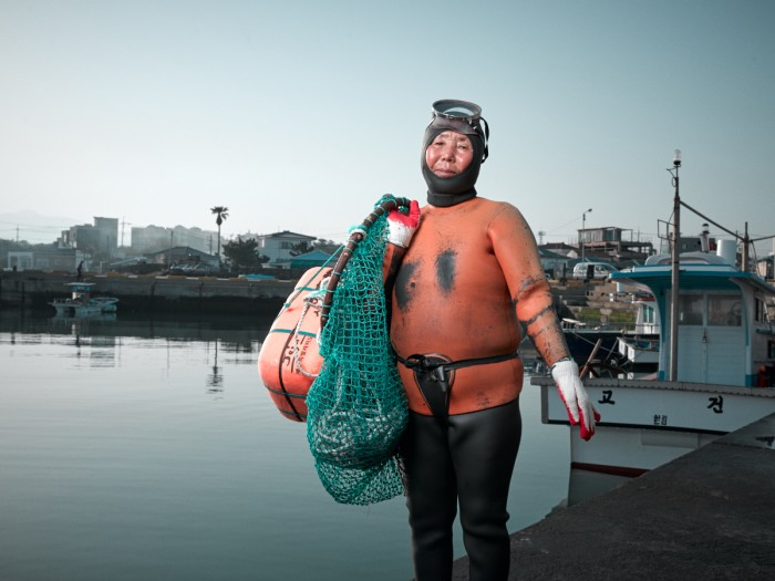 Gerber Loesch Korea Jeju Haenyeo Meerfrau Taucherin Hafen Hyeopjae