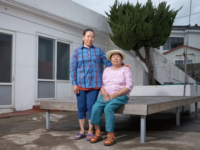Gerber Loesch Korea Jeju Haenyeo Meerfrau Taucherin Generationen