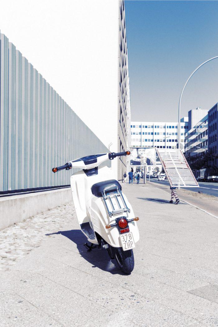 Markus Roessle Govecs E-Roller Schwalbe Lattenrost