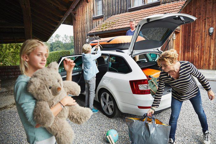 Markus Bertschi Mobiliar Versicherung PK Familie Auto Packen Abreise