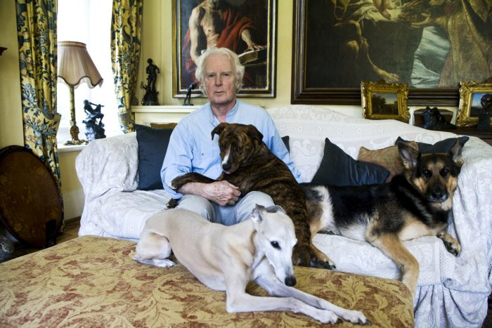 Mischa Haller Brian Sewell Kunstkritiker art critic dog Hund