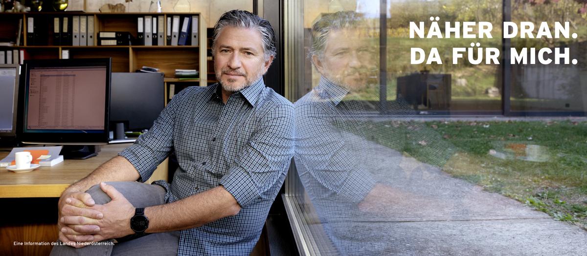 Markus Roessle Niederoesterreich Arbeitsplatz Büro Fensterscheibe Spiegelung