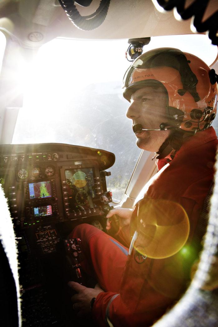 Noe Flum Air Zermatt Pilot Daniel Aufdenblatten Cockpit Hubschrauber Bell 429