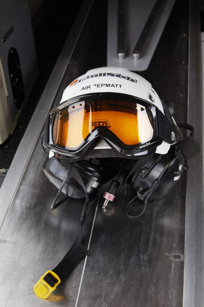 Noe Flum Air Zermatt Crewhelm Brille Kopfhörer
