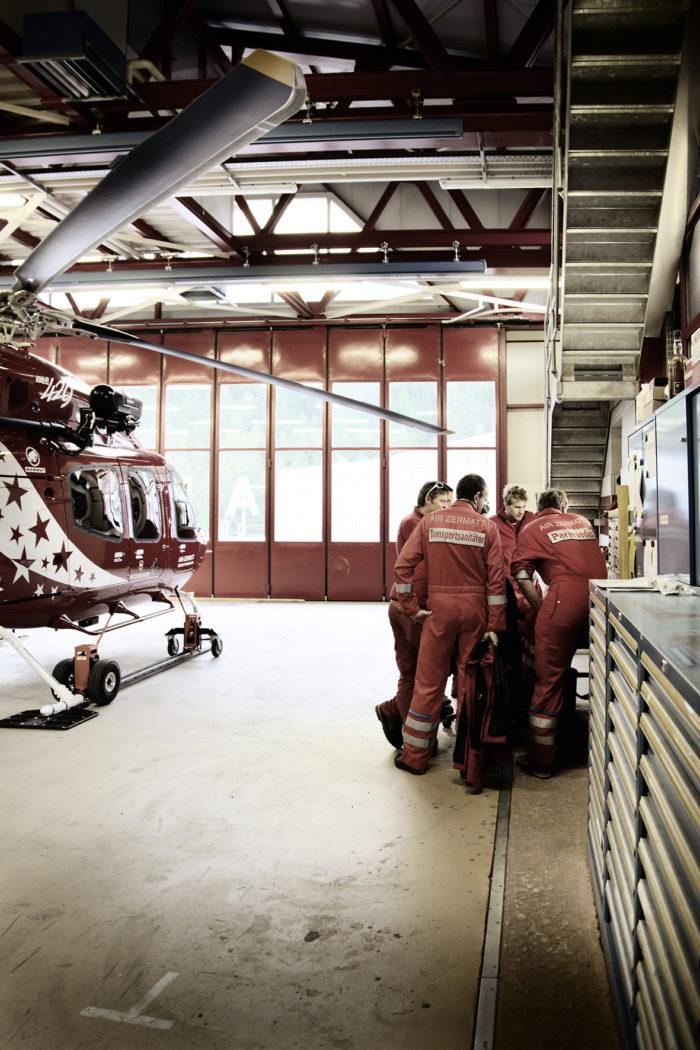 Noe Flum Air Zermatt Techniker Paramedics Hangar Bell 429