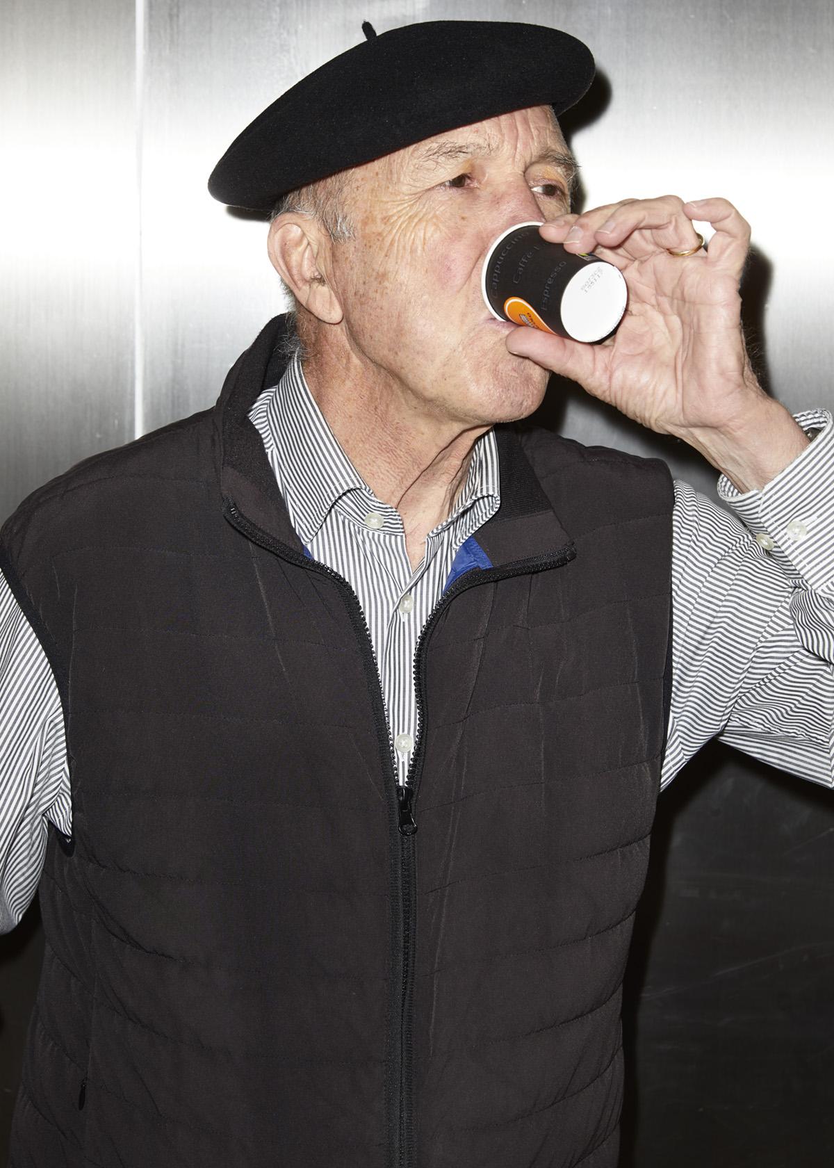 Noe Flum Valora Annual Report Senior Perret Gilet Espresso Becher