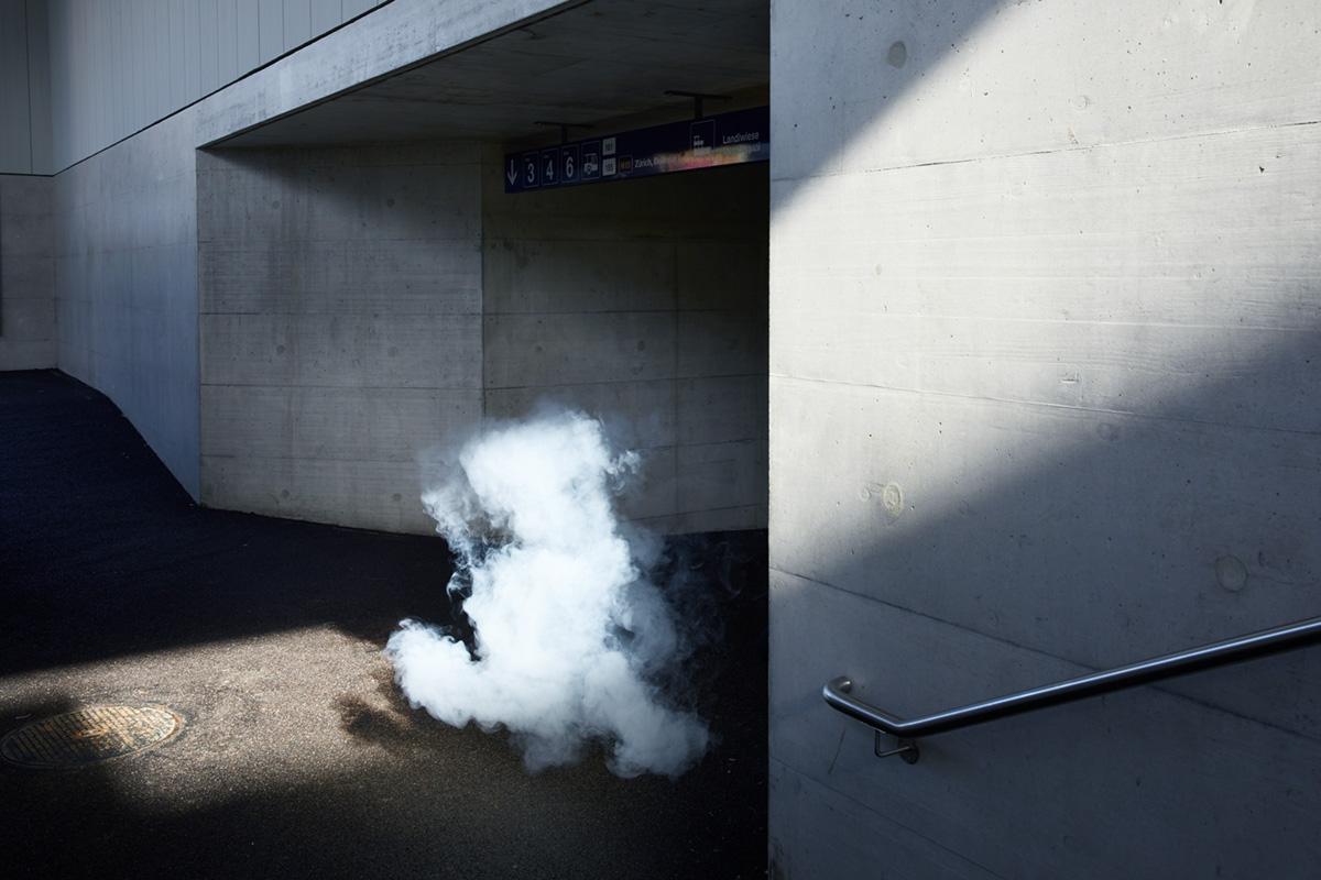 Noe Flum Valora e-smoke E-Zigarette dampfen vapen Dampf  Durchgang Licht Schatten