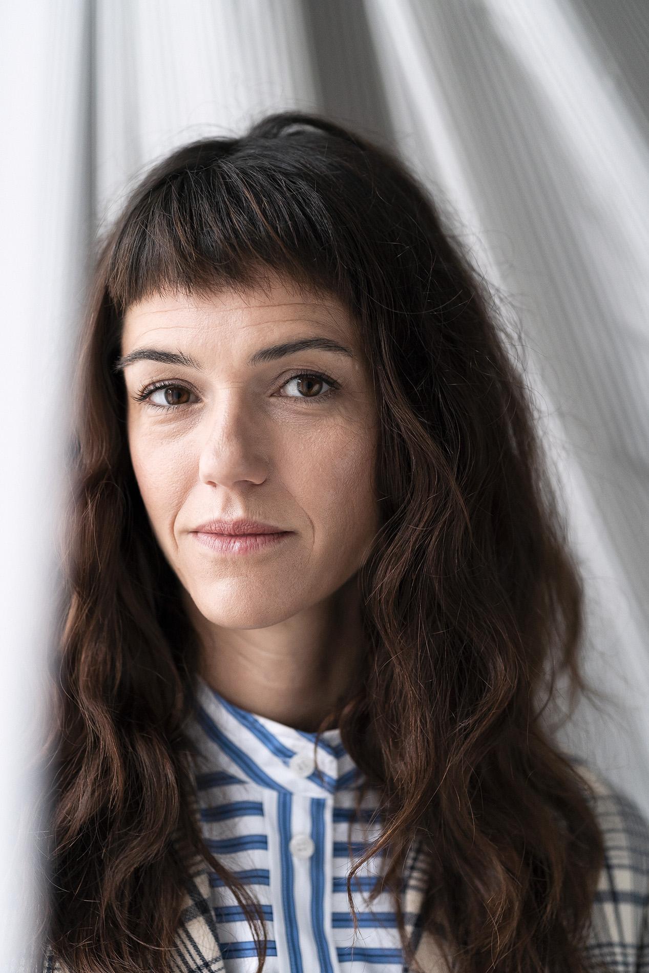 """Fabian Hugo Sarah Spale Schauspielerin Actress """"Wilder"""" Krimiserie Kommissarin Portrait"""
