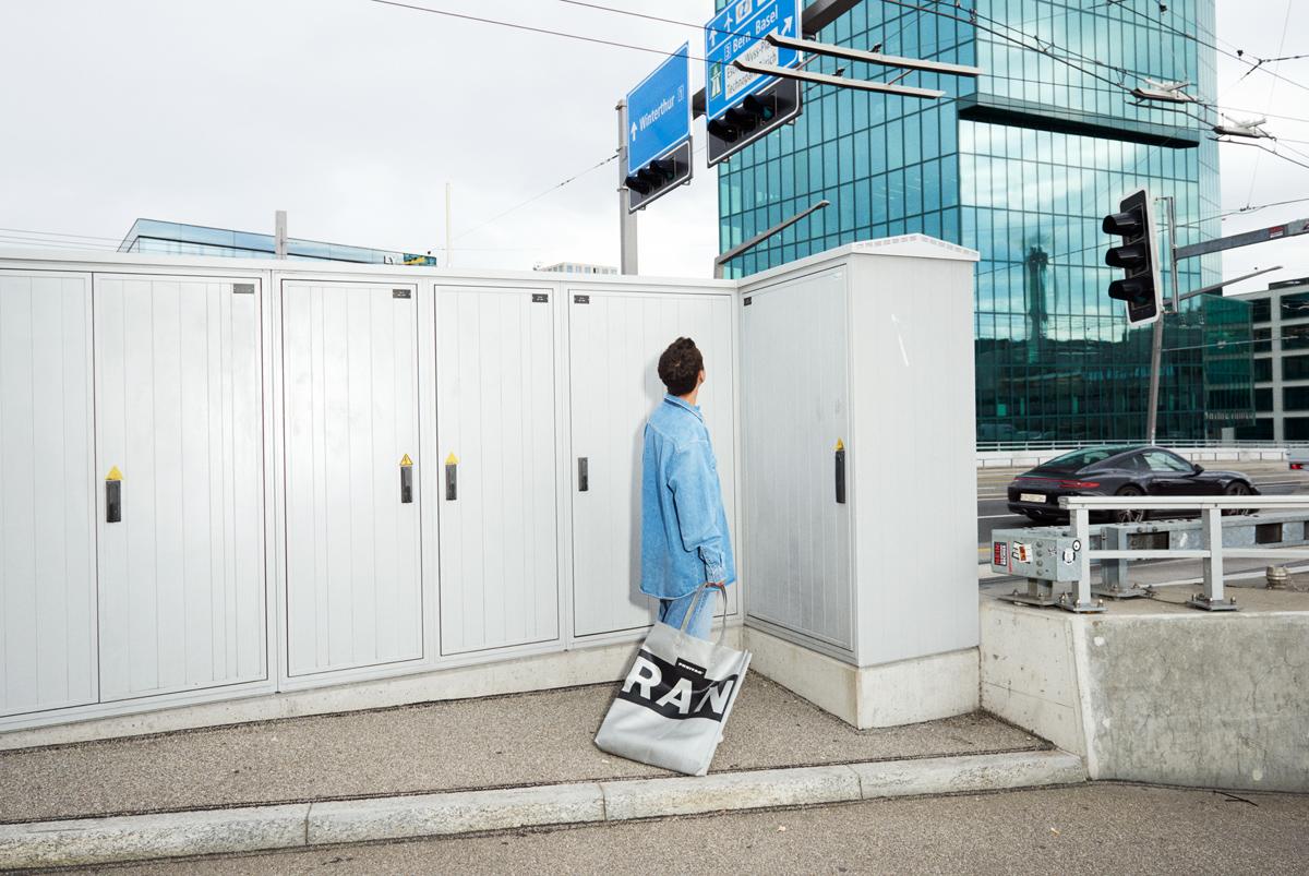 Simon Habegger Freitag-Tasche oversized-tote-bag F729 LKW-Plane Recycling Fotografie Primetower