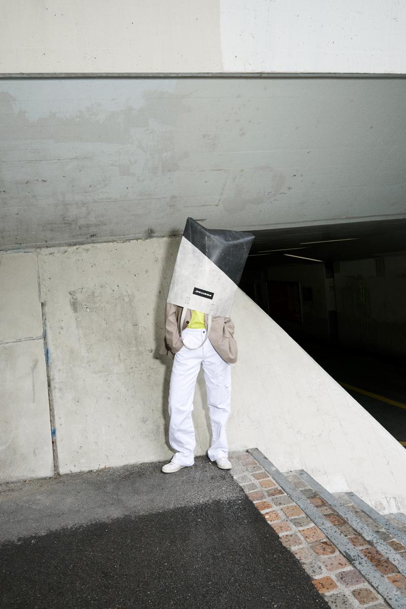 Simon Habegger Freitag-Tasche oversized-tote-bag F729 LKW-Plane Recycling Fotografie Treppe urban