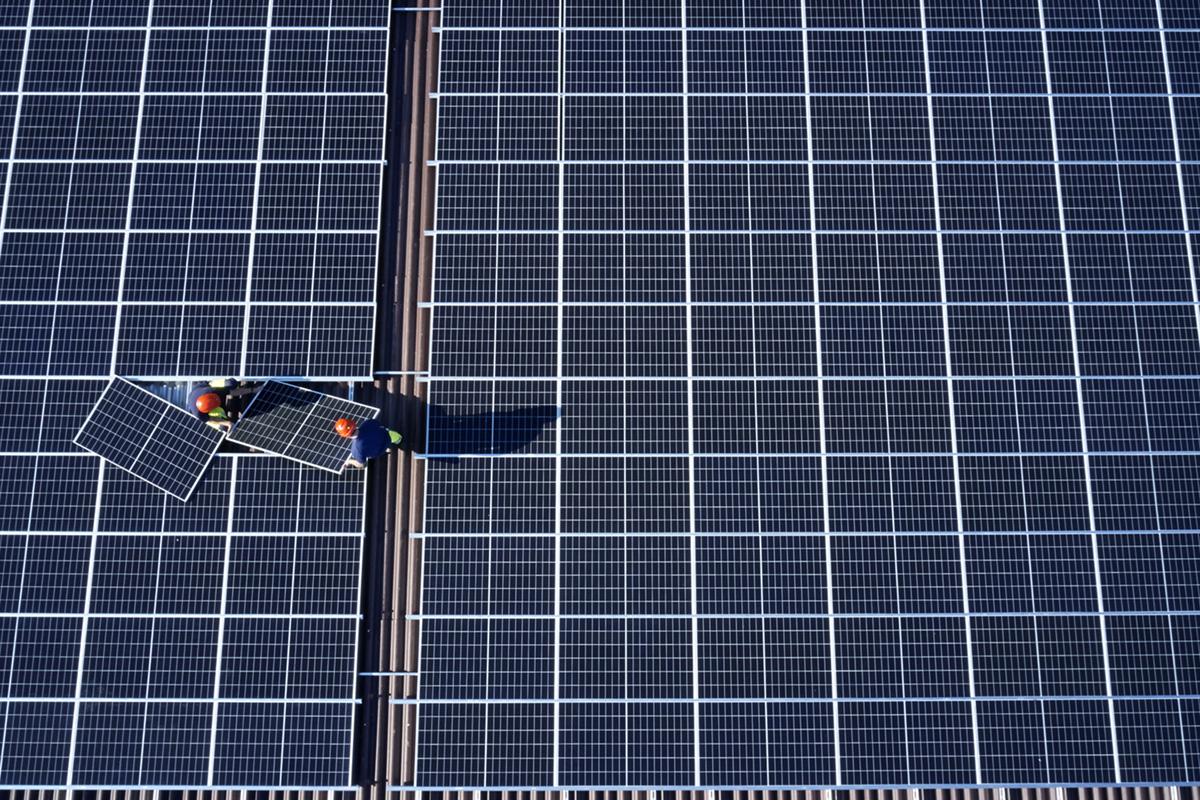 Noe Flum EKZ Solar Modul Montage Installation Solarstrom Schrägdach Landwirtschaft Huber Gemüse Sünikon