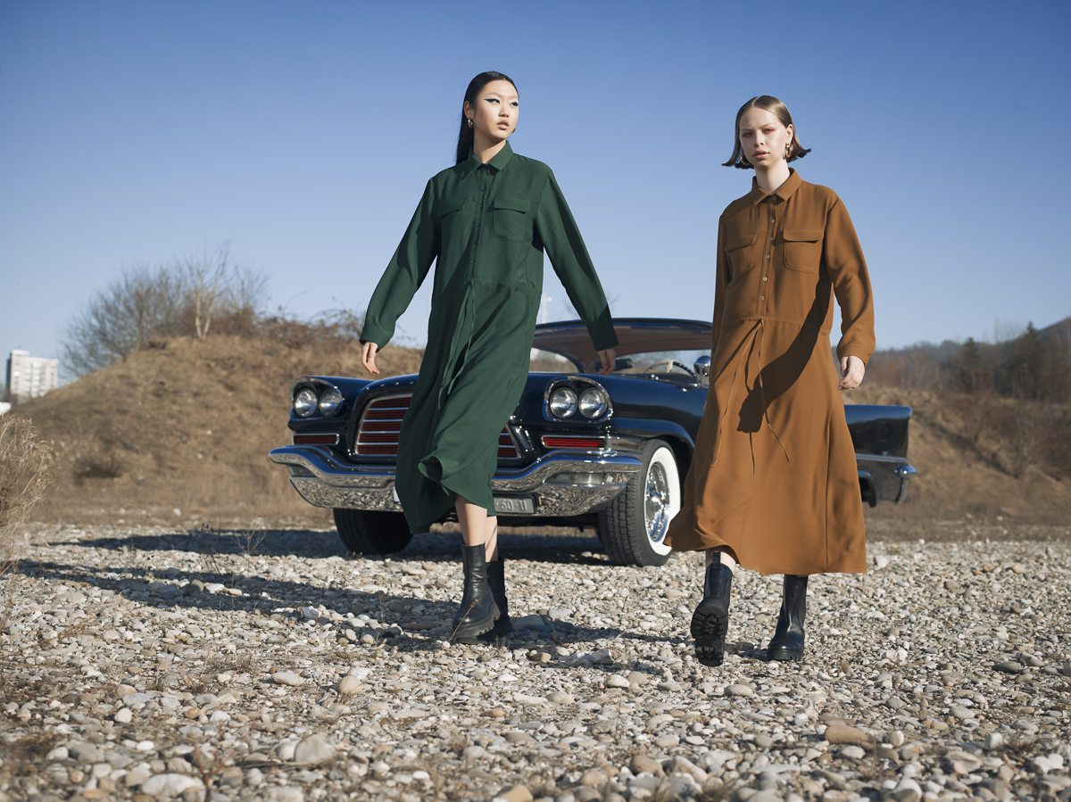 Remo Buess Fotograf fashion shooting Roadtrip @jang.dmi @hagen.lea two women with car Auto Oldtimer V8BROS. 1959 Chrysler 300E